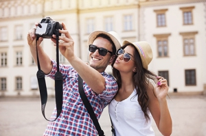 ExpertNewsletter_2015-4_traveling_couple