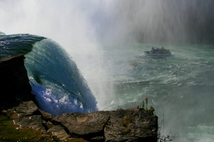 """Niagara Falls/Maid of the Mist - Notice how the crest of the falls and boat in the distance are each located at the intersections of the """"thirds"""" (Canon 30d w/18-55mm @ 28mm, 1/1250th  sec @ f/4., ISO200)"""